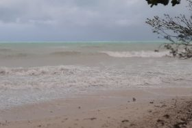 Cyclone Niran : attention aux vagues !