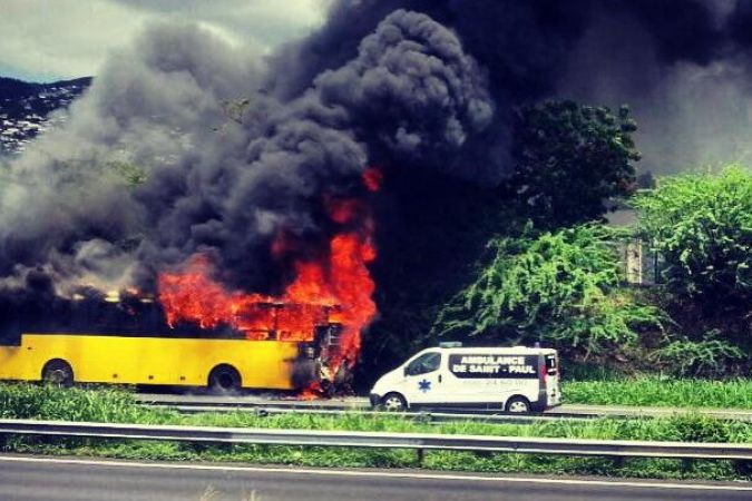 Bus incendié La Possession