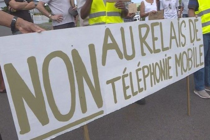manifestation riverains contre antenne relais téléphonie Plaine Saint-Paul 060419