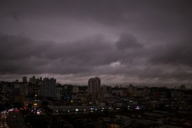 Sao Paulo, ciel gris à cause des incendies